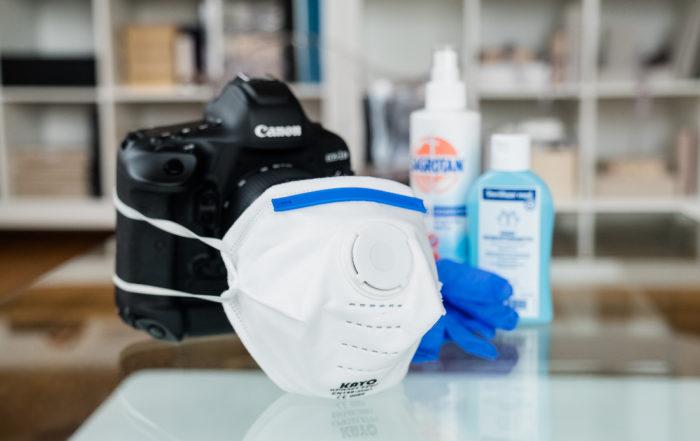 Hilfe, Corona! Fotokamera mit Mundschutzmaske